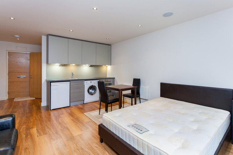 1 bedroom(s) apartment to sale in Curtiss House, Heritage Avenue, Beaufort Park, Colindale-image 3