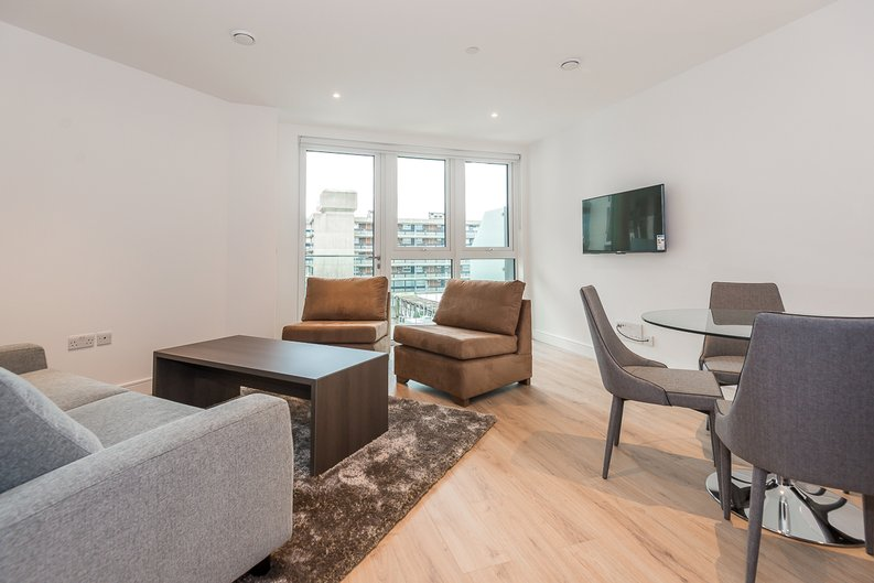 2 bedroom(s) apartment to sale in Lancaster House, Sovereign Court, Hammersmith, London-image 9