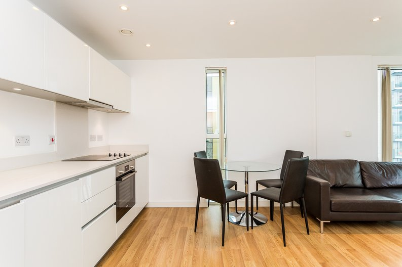 2 bedroom(s) apartment to sale in Waterside Apartments, Woodberry Down, Manor House-image 6