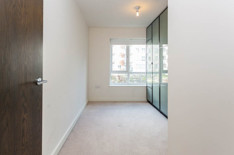 2 bedroom(s) apartment to sale in East Drive, Colindale, London-image 3