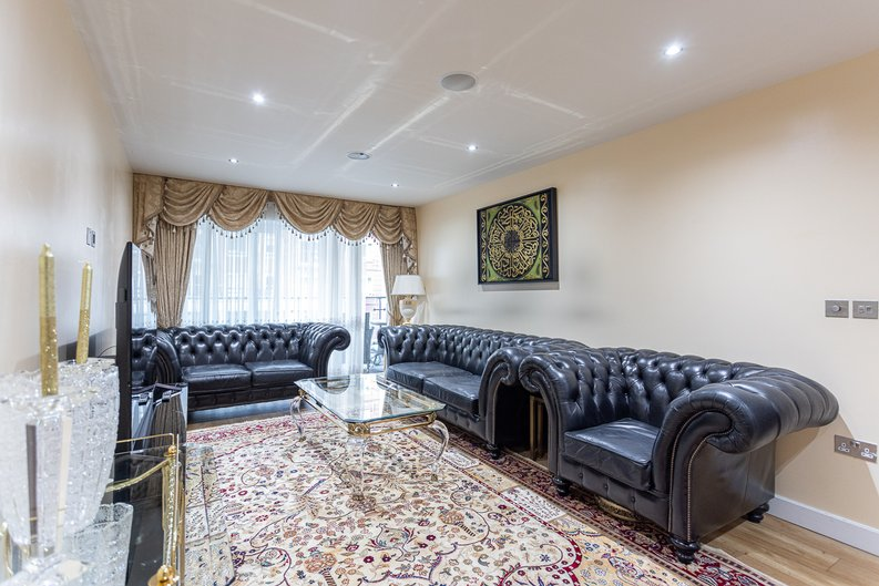 2 bedroom(s) apartment to sale in Boulevard Drive, London-image 6