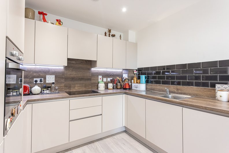 1 bedroom(s) apartment to sale in Moorhen Drive, London-image 7