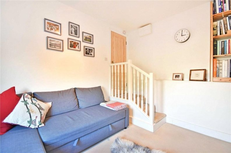 2 bedroom(s) apartment to sale in Claremont Road, Cricklewood, London-image 4