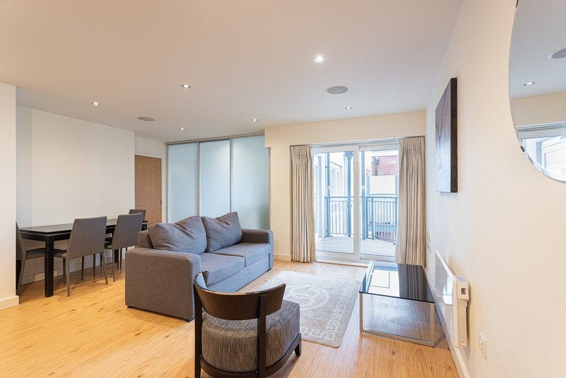 Studio apartment to sale in East Drive, Colindale, London-image 1