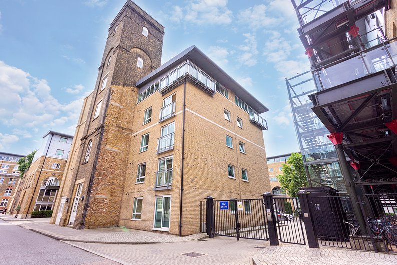2 bedroom(s) apartment to sale in Hopton Road, Woolwich, London-image 19