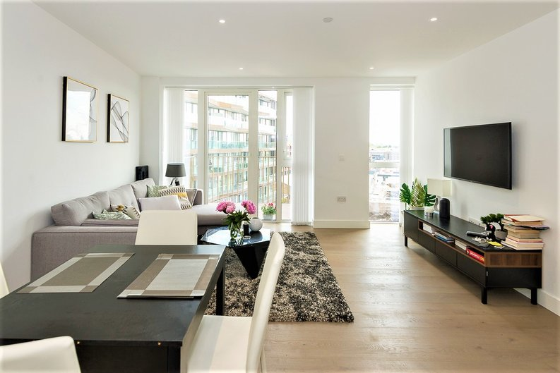 2 bedroom(s) apartment to sale in Admiralty House, Vaughan Way, London-image 1