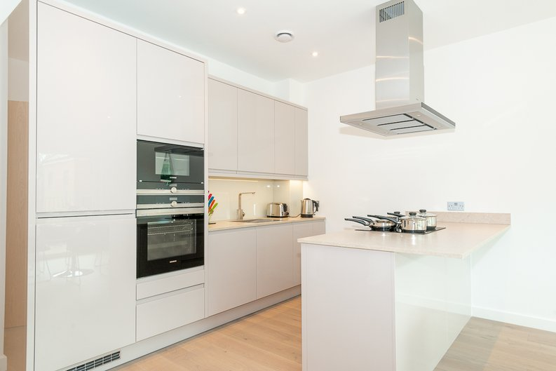 2 bedroom(s) apartment to sale in Thonrey Close, Colindale Gardens, Colindale-image 5