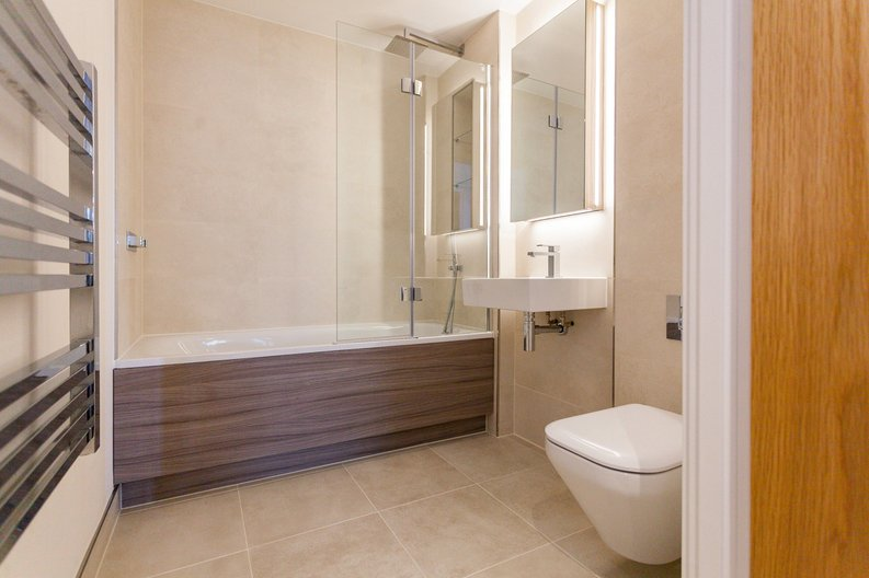 2 bedroom(s) apartment to sale in Lismore Boulevard, London-image 4