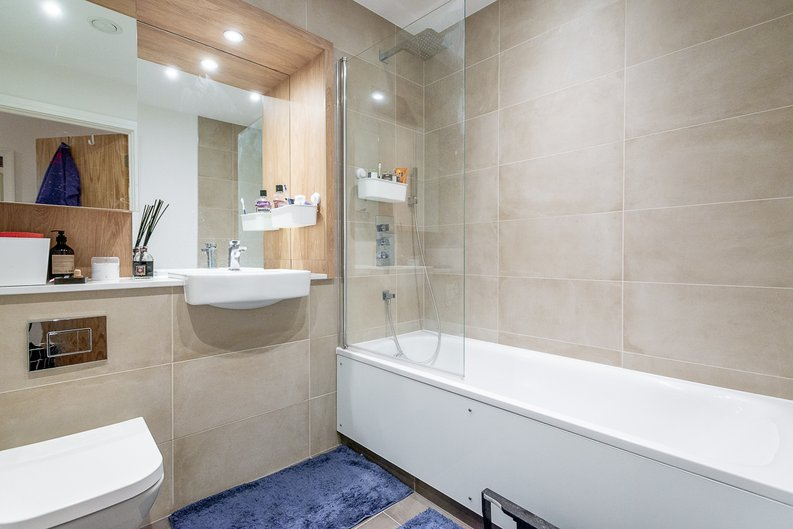 1 bedroom(s) apartment to sale in Aurora Point, 2 Winchester Square , London-image 2