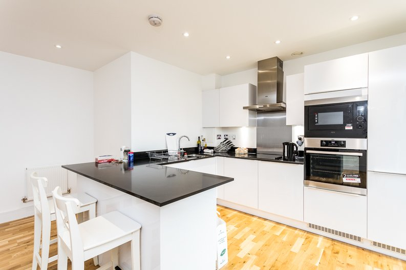 1 bedroom(s) apartment to sale in Cityview Point, Leven Road, Poplar-image 5