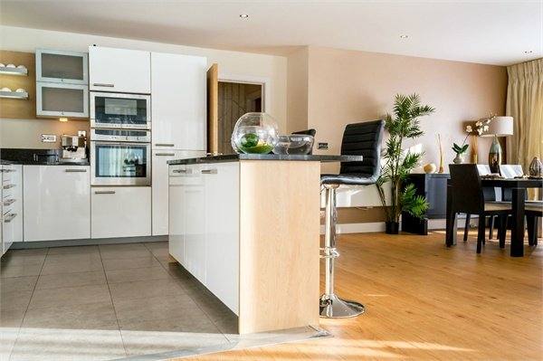 3 bedroom(s) apartment to sale in Amelia House, Boulevard Drive, Beaufort Park, Colindale-image 5