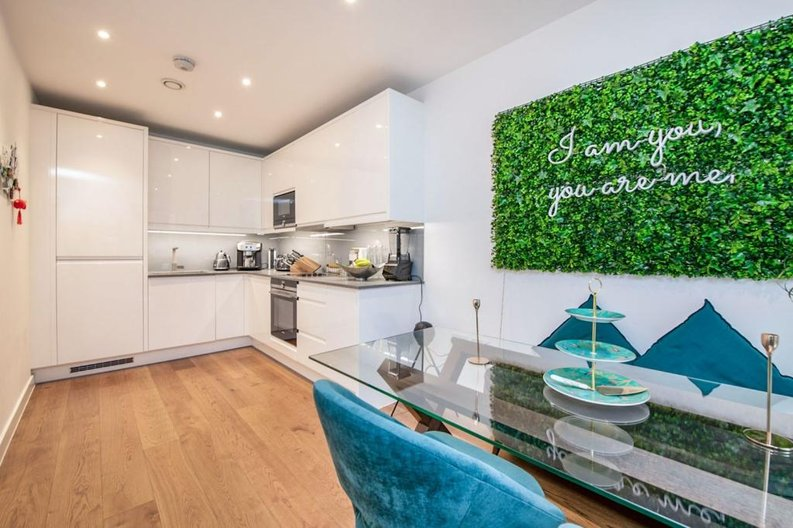 1 bedroom(s) apartment to sale in Newington House, 10 Lismore Boulevard, Colindale Gardens-image 3