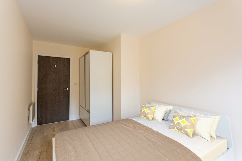 2 bedroom(s) apartment to sale in Aerodrome Road, Colindale, London-image 13