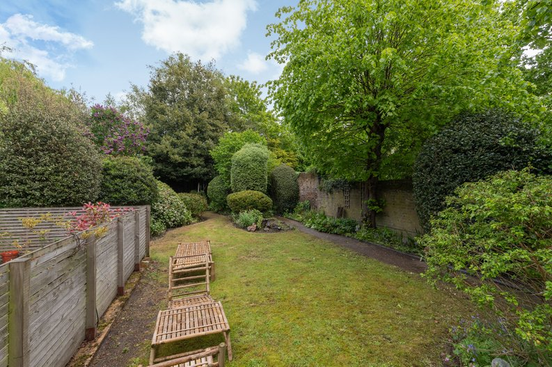 2 bedroom(s) apartment to sale in The Green, Surrey, Richmond-image 17