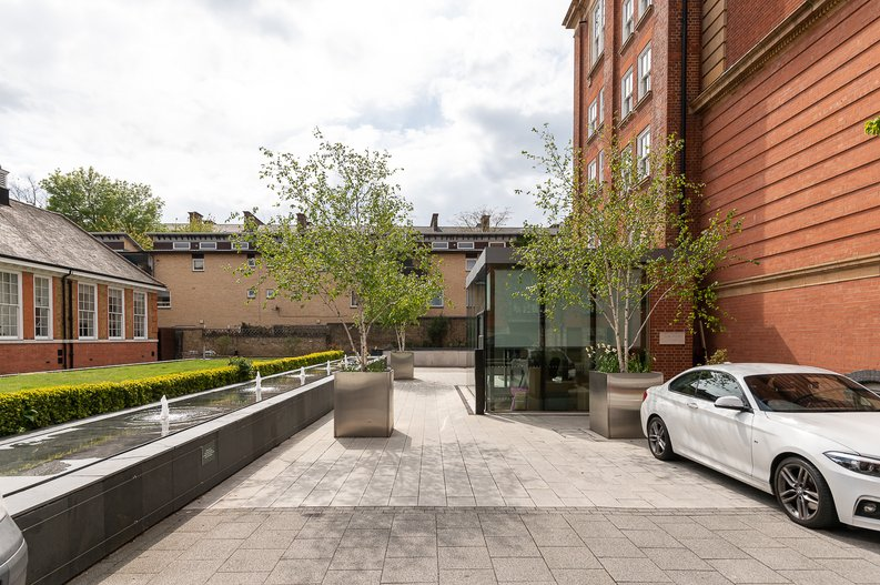 1 bedroom(s) apartment to sale in Gore House, Drummond Way, Islington, London-image 11