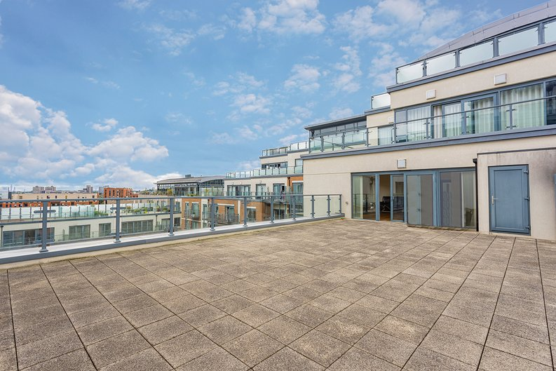 3 bedroom(s) apartment to sale in Boulevard Drive, Colindale, London-image 1