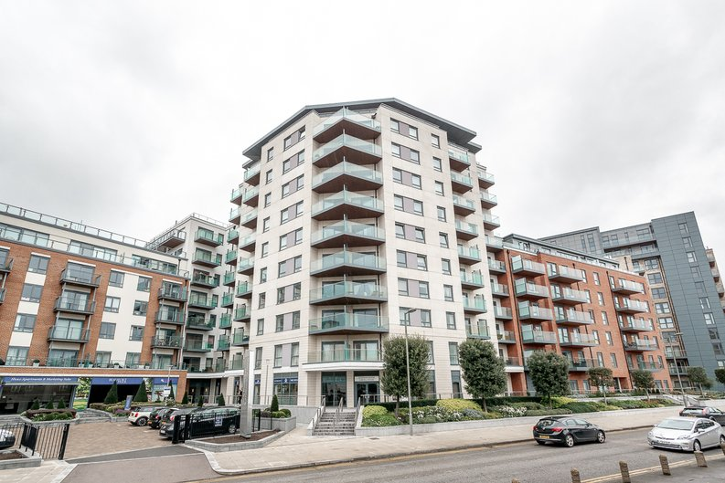 3 bedroom(s) apartment to sale in Chapman House, 24 Aerodrome Road, Beaufort Park , London-image 8