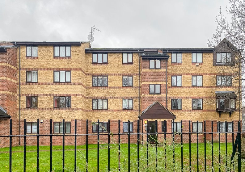 2 bedroom(s) apartment to sale in Greenslade Road, Greater London, Barking-image 1