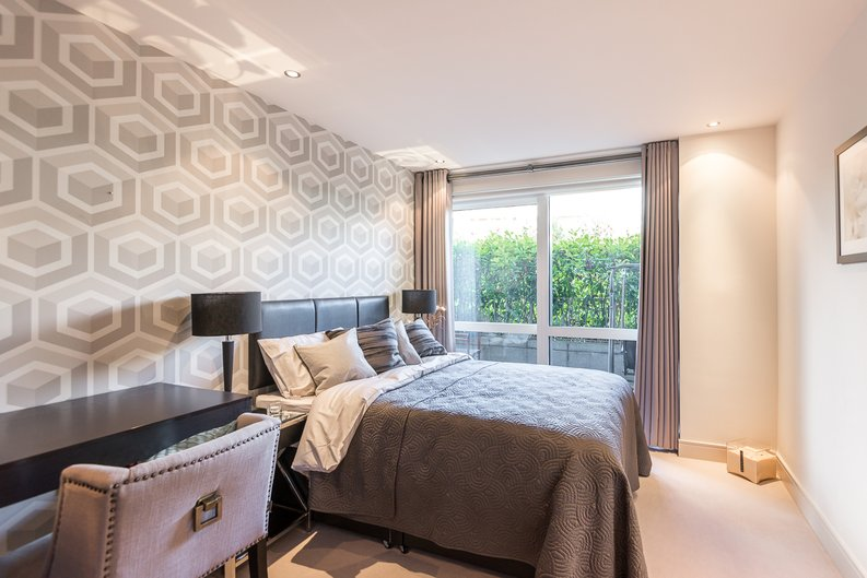 2 bedroom(s) apartment to sale in Doulton House, Chelsea Creek, Fulham-image 9