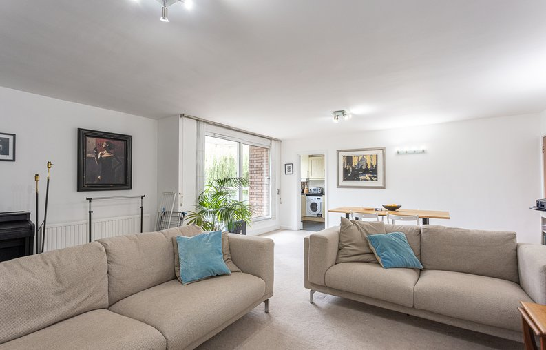 2 bedroom(s) apartment to sale in Imperial Court, Shepherds Hill, Highgate, London-image 9