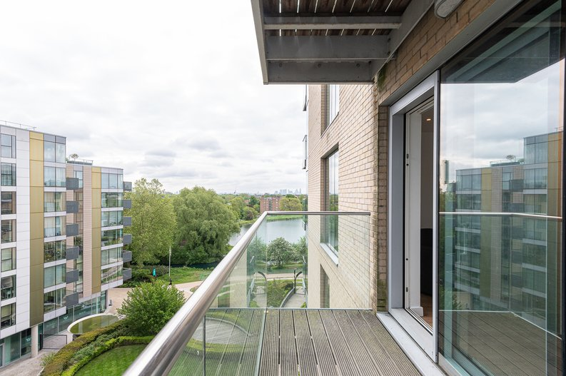 2 bedroom(s) apartment to sale in Goodchild Road, Woodbury Down, London-image 21