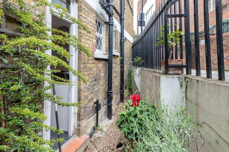 3 bedroom(s) apartment to sale in Walton Street, Kensington/Chelsea, London-image 16