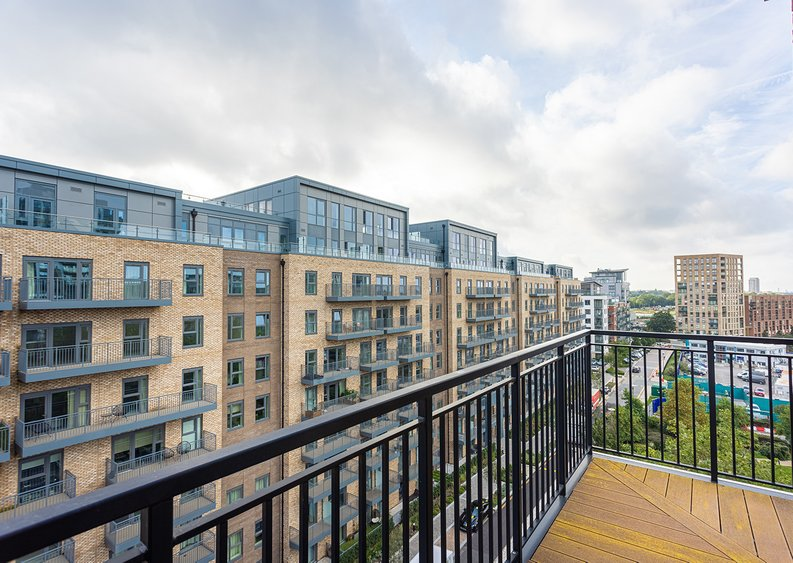 2 bedroom(s) apartment to sale in Beaufort Square, Colindale, London-image 27