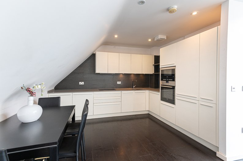 1 bedroom(s) apartment to sale in Gore House, Drummond Way, Islington, London-image 9
