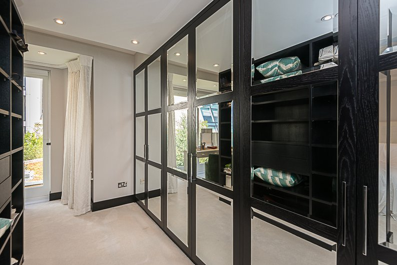 5 bedroom(s) house to sale in Cadogan Lane, Knightsbridge-image 8