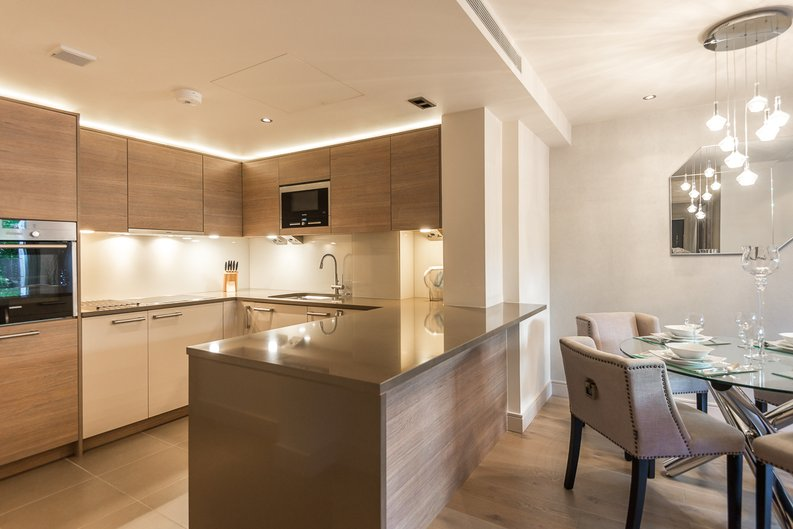 2 bedroom(s) apartment to sale in Doulton House, Chelsea Creek, Fulham-image 5