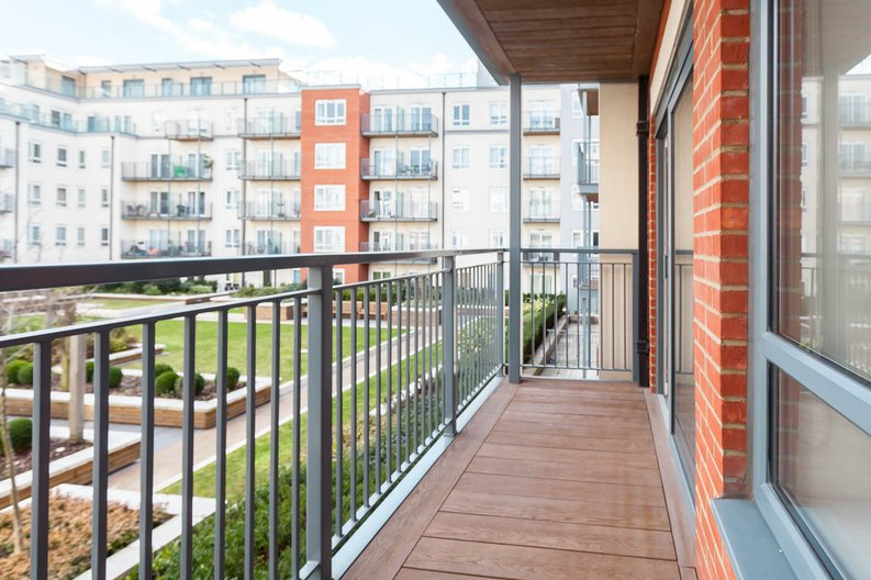 2 bedroom(s) apartment to sale in East Drive, Colindale, London-image 5