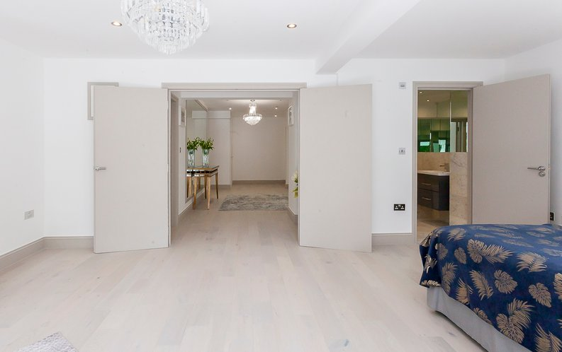 3 bedroom(s) apartment to sale in Montpelier Road, Ealing-image 16