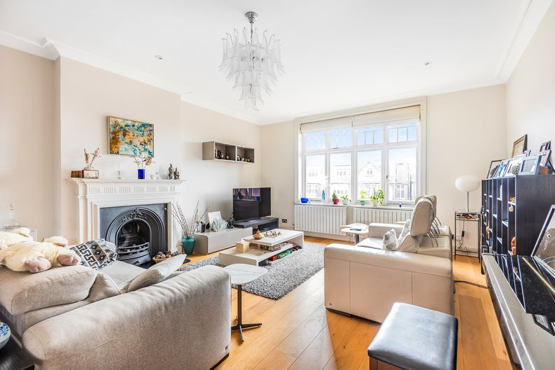 4 bedroom(s) apartment to sale in Bracknell Gardens, Hampstead, London-image 1