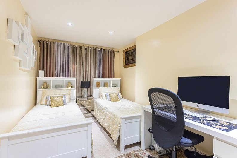 2 bedroom(s) apartment to sale in Boulevard Drive, London-image 8