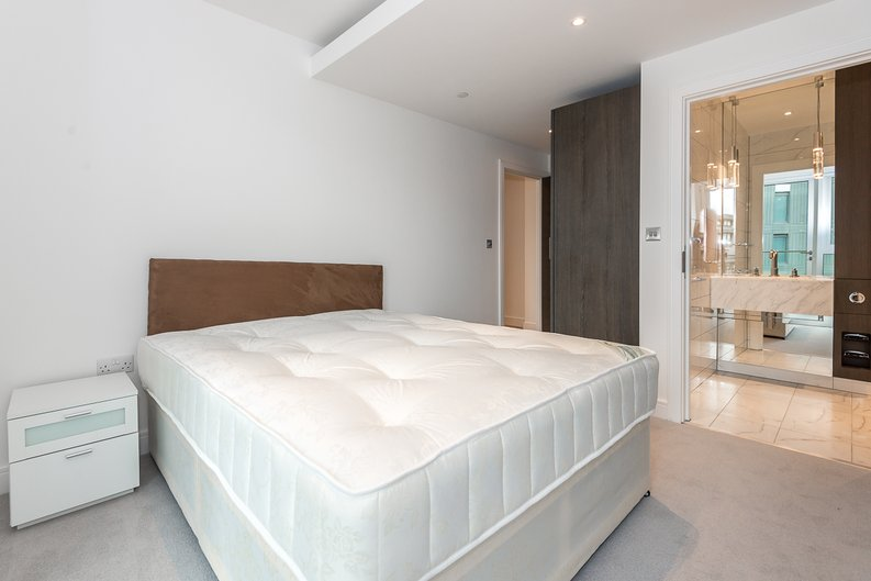 2 bedroom(s) apartment to sale in Lancaster House, Sovereign Court, Hammersmith, London-image 8