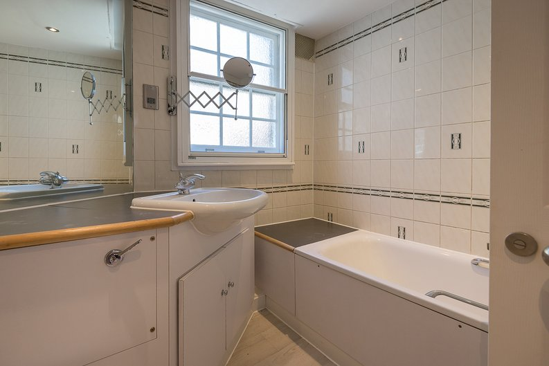 1 bedroom(s) apartment to sale in Avery Row, Mayfair-image 8
