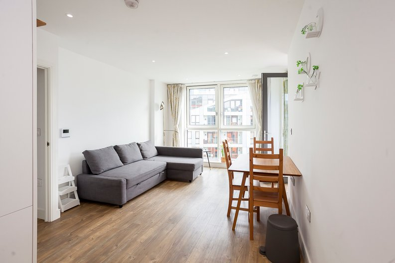 1 bedroom(s) apartment to sale in Lariat Apartments, Cable Walk, Greenwich, London-image 1