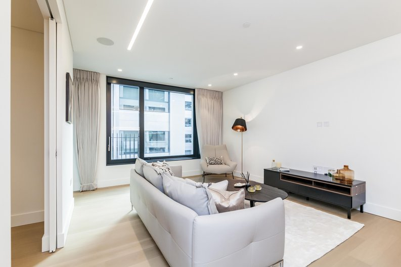 3 bedroom(s) apartment to sale in Rathbone Place, Fitzrovia, London-image 13