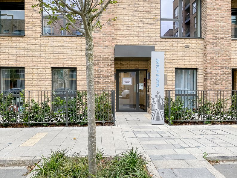 2 bedroom(s) apartment to sale in Maple House, 45 Lismore Boulevard, London-image 12