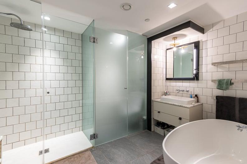 2 bedroom(s) apartment to sale in Queens Wharf, Crisp Road, Hammersmith-image 7