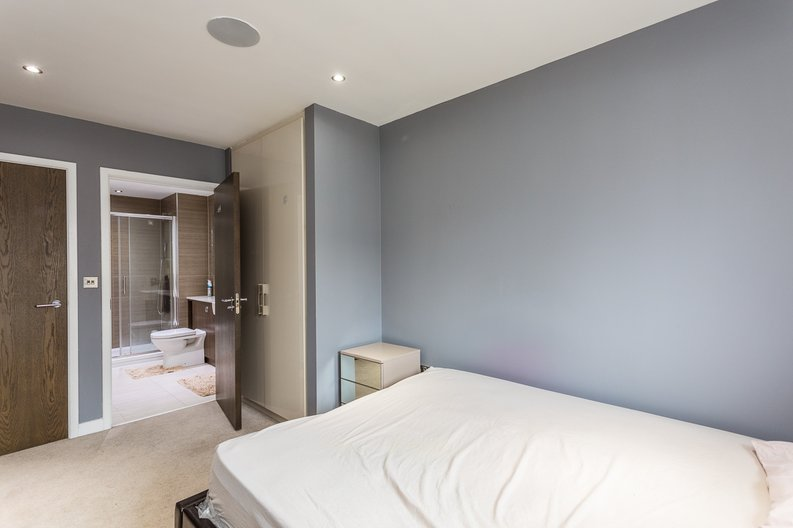 2 bedroom(s) apartment to sale in Empire House, East Drive, Beaufort Park, Colindale-image 13