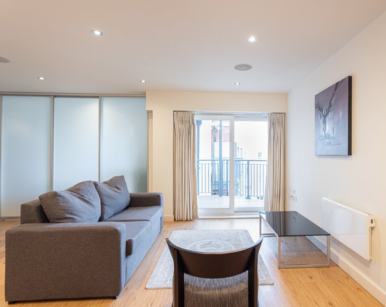 Studio apartment to sale in East Drive, Colindale, London-image 4