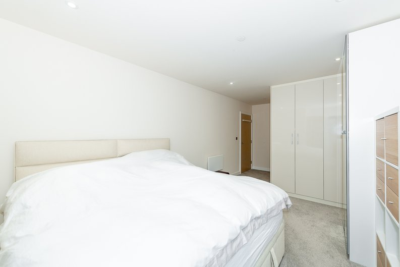 2 bedroom(s) apartment to sale in Argent House, Beaufort Park , London-image 9