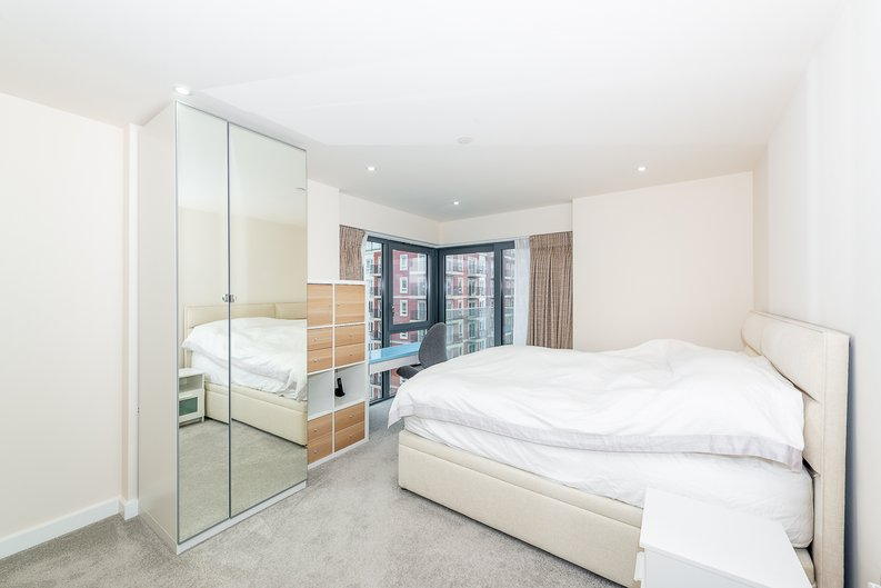 2 bedroom(s) apartment to sale in Argent House, Beaufort Park , London-image 7