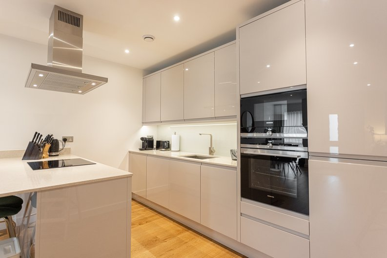 2 bedroom(s) apartment to sale in Colindale Gardens, London-image 3