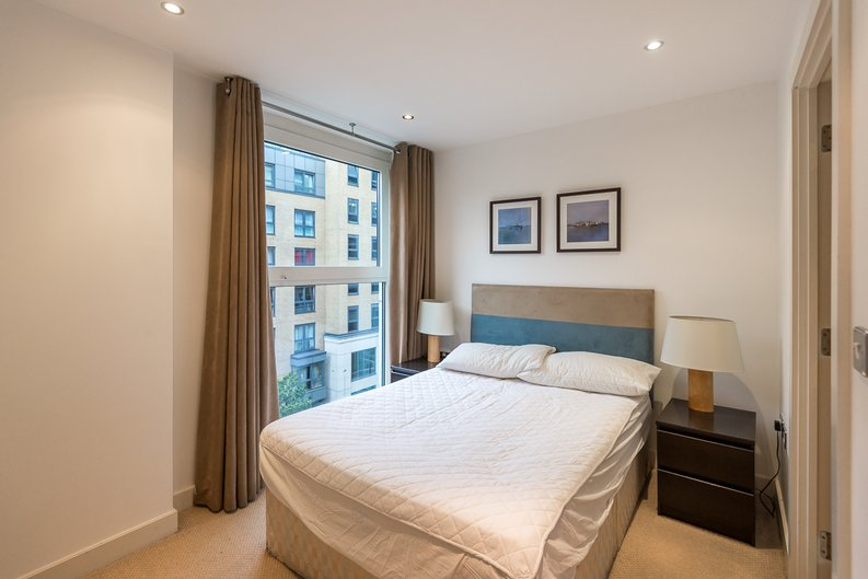 3 bedroom(s) apartment to sale in Courtyard House, Lensbury Avenue, Fulham-image 11