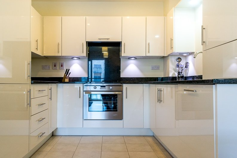 1 bedroom(s) apartment to sale in Braham Court, Blagrove Road, Greater London, Teddington-image 4