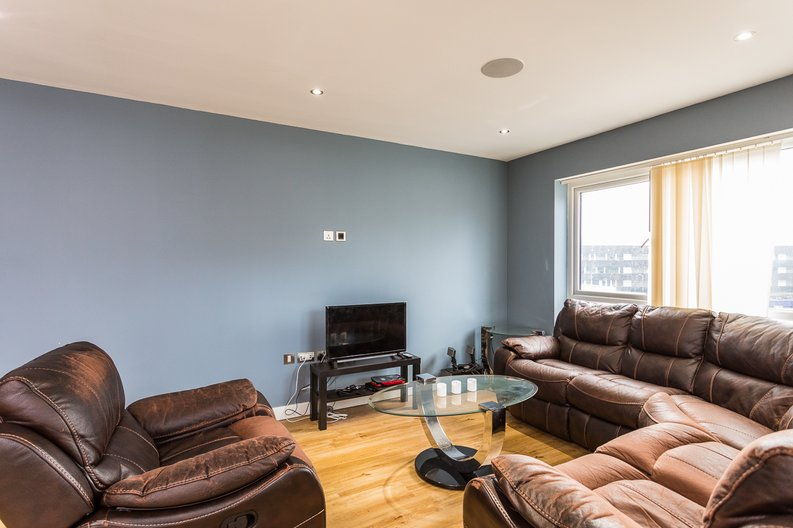 2 bedroom(s) apartment to sale in Empire House, East Drive, Beaufort Park, Colindale-image 7