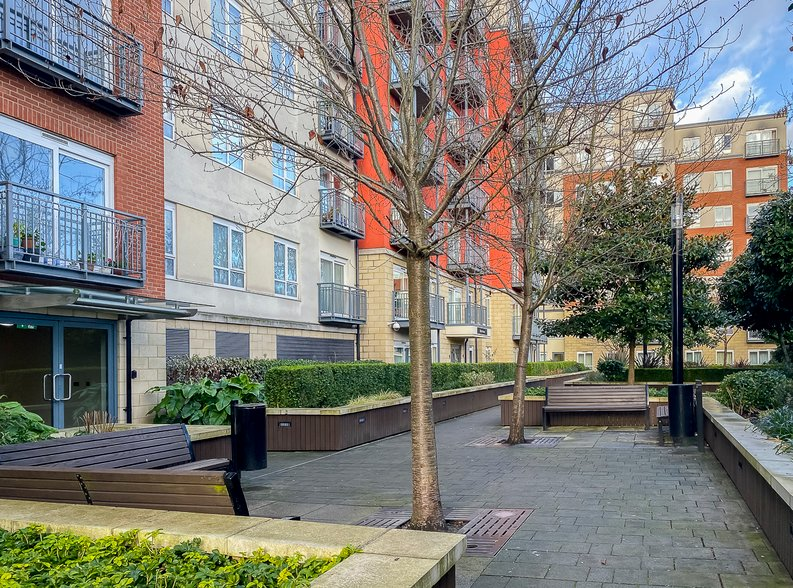 2 bedroom(s) apartment to sale in Eldon House, Aerodrome Road, Beaufort Park, Colindale-image 13