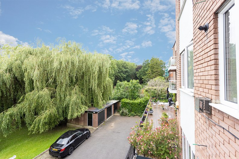 2 bedroom(s) apartment to sale in Imperial Court, Shepherds Hill, Highgate, London-image 6